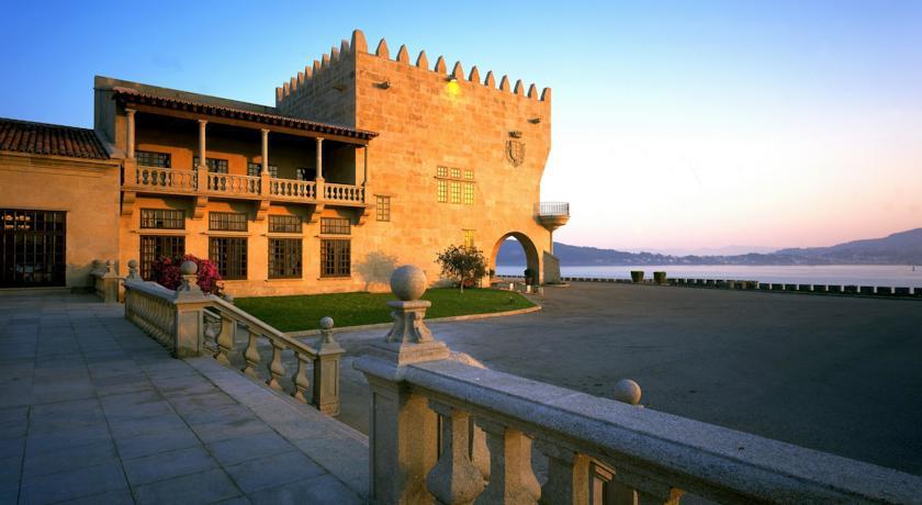 Castillo de Monterreal -Parador Nacional Conde de Gondomar en Bayona